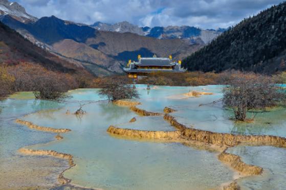 Class 7 winner: Huanglong Temple (Sichuan, China) by Harry Jans, AL Loenen, Netherlands.