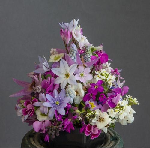 Flower arrangement (Exhibitor: Mavis & Sam Lloyd)