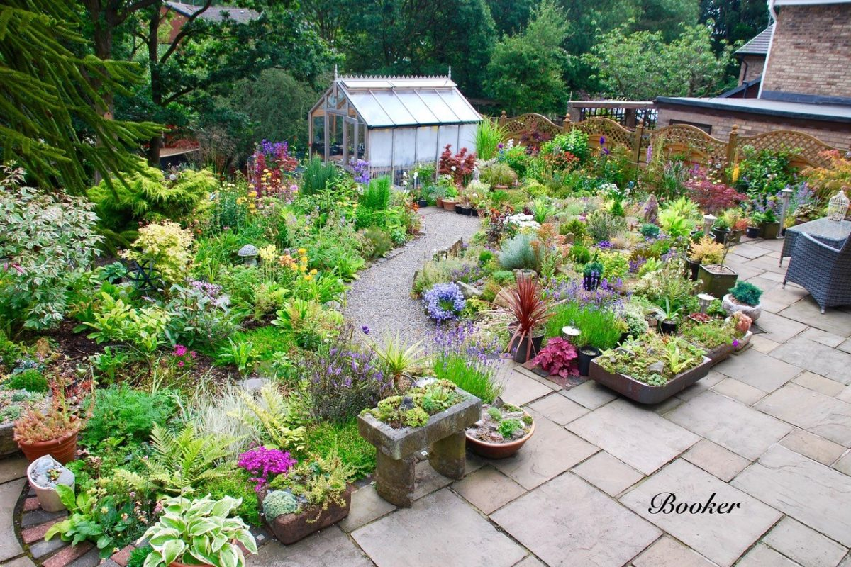 Introduction to growing alpines, Cliff Booker's alpine garden